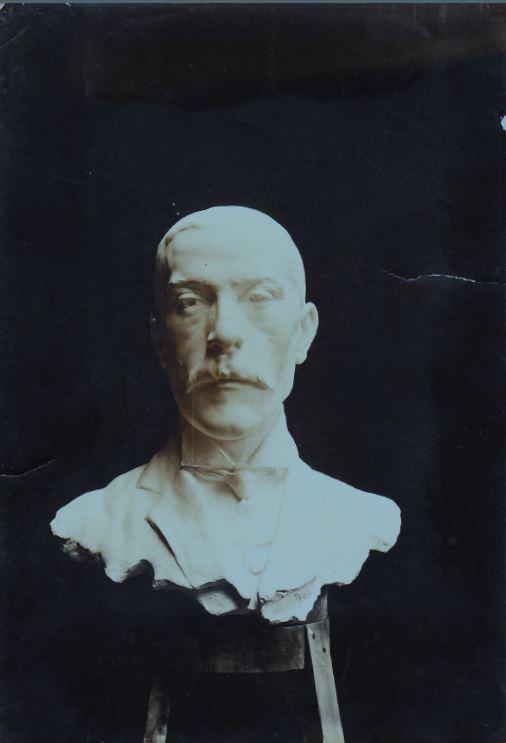 BustoLuisLayana